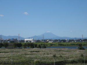 彩湖から見た富士山